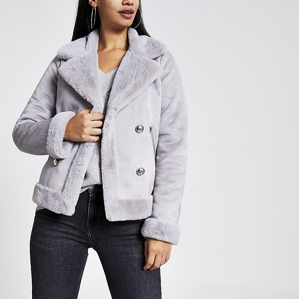 Grijze gedrapeerde jas van imitatiesuède met imitatieschapenvacht
