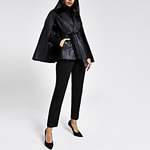 Schwarze, strukturierte Cape-Jacke aus Lederimitat