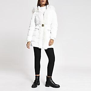 Gesteppte weiße Longline-Jacke mit Kunstfellbesatz