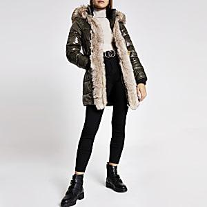 Gefütterter Mantel in Khaki mit Gürtel und Kapuze mit Kunstfellbesatz