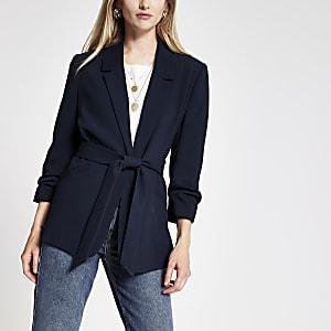 Blazer bleu marine à ceinture avec manches froncées