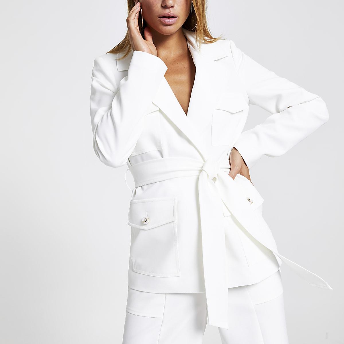 Witte utility-blazer met riem