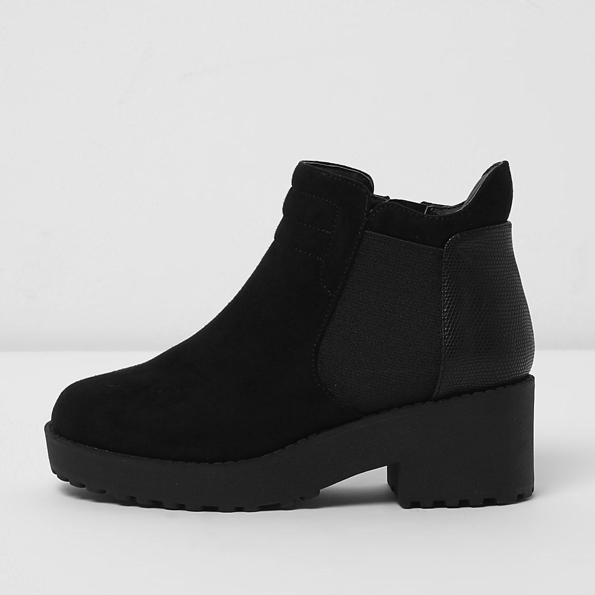 337310dcb41b9 Bottines noires à semelles épaisses pour fille - Bottes - Chaussures ...