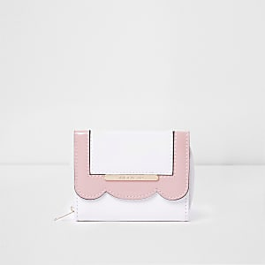 Girls white scallop edge foldout purse