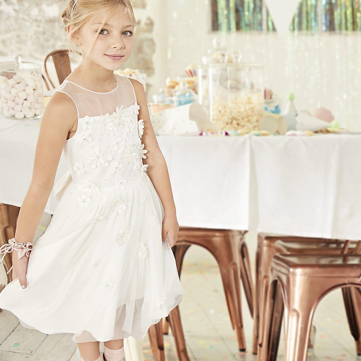 e03424bd39c ... Robe de demoiselle d honneur blanche avec jupe en tulle pour fille ...
