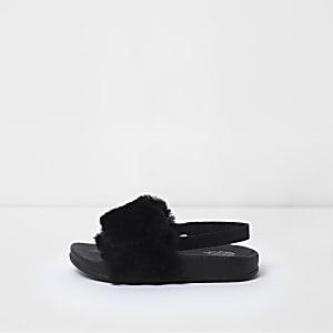 Schwarze Kunstfell-Slipper mit Fersenriemen