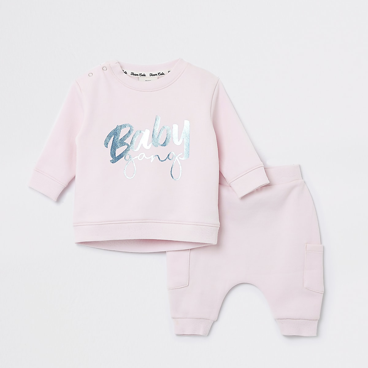 Baby pink 'Baby gang' sweatshirt outfit