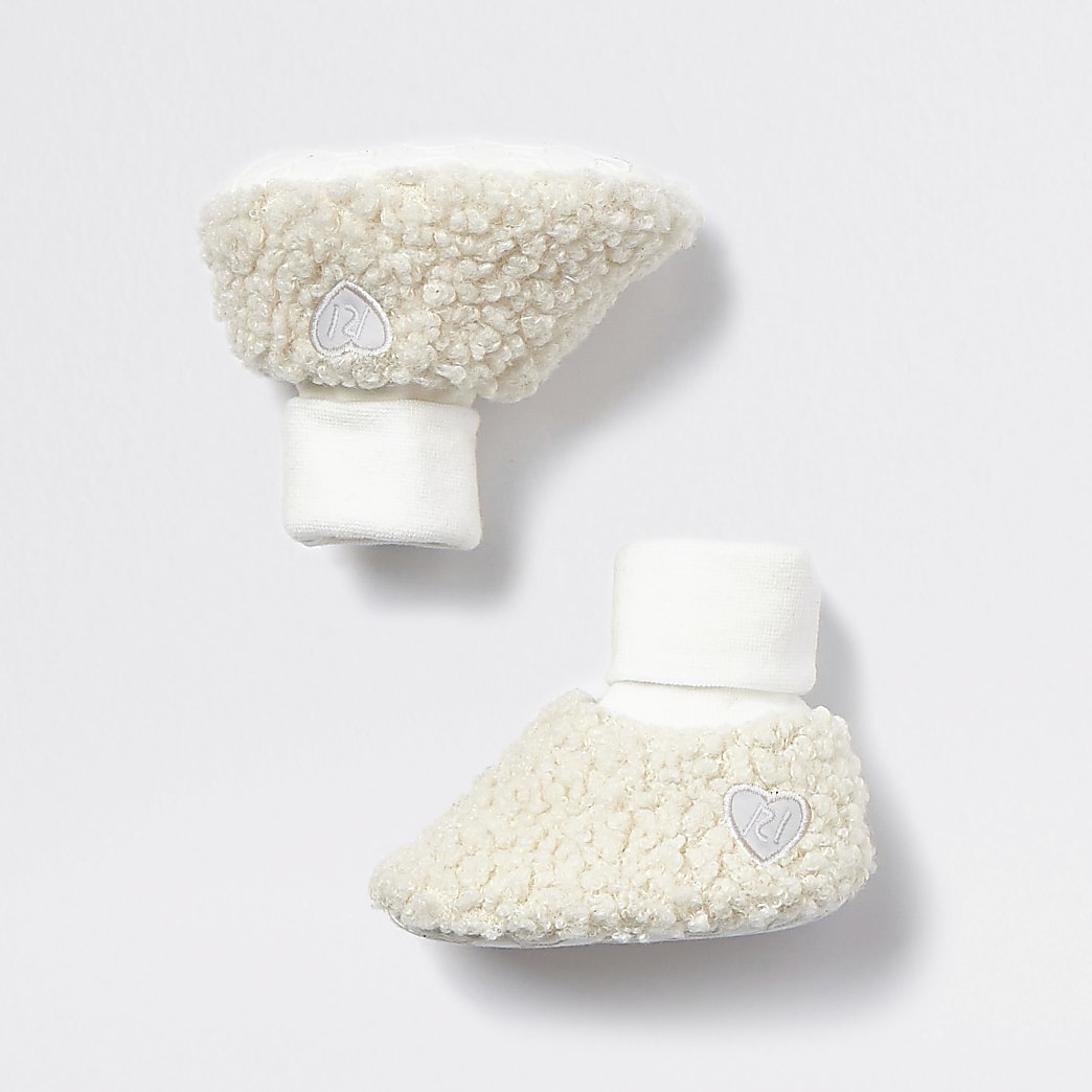 Baby cream borg booties