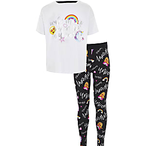 "Weißer Pyjama ""Wake me up"" mit Einhornmotiv"