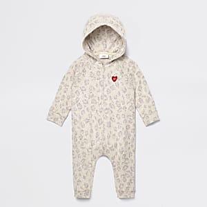 Behaaglijke bruine baby-onesie met luipaardprint
