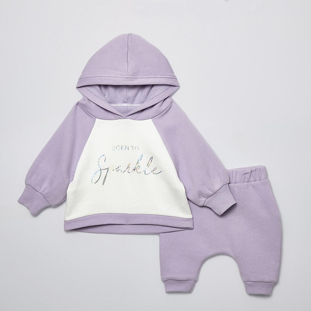 Outfit met lila hoodie met 'Born to sparkle'-print