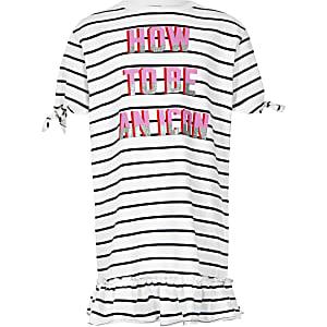 Marineblaues T-Shirt-Kleid mit Streifen