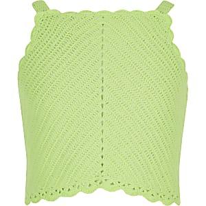 Grünes Crop Top mit Häkeldesign