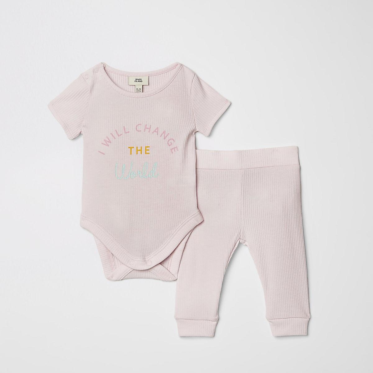 Baby pink slogan print legging outfit