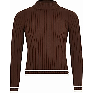 Brauner, hochgeschlossener Pullover