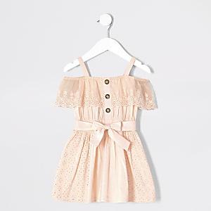Pinkes Bardot-Kleid mit Lochstickerei