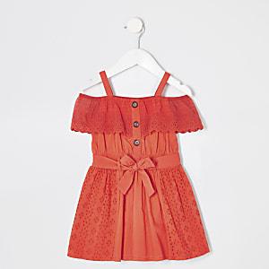 Rotes Bardot-Kleid mit Lochstickerei