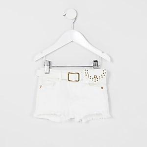 Becca – Weiße Jeansshorts mit Gürtel
