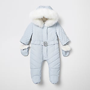 Blauer Schneeanzug mit Füßen