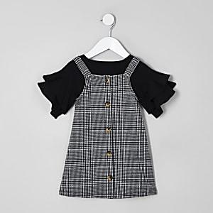 Outfit mit schwarzem Latzkleid