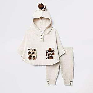 Crèmekleurige gebreide outfit met  poncho voor baby's