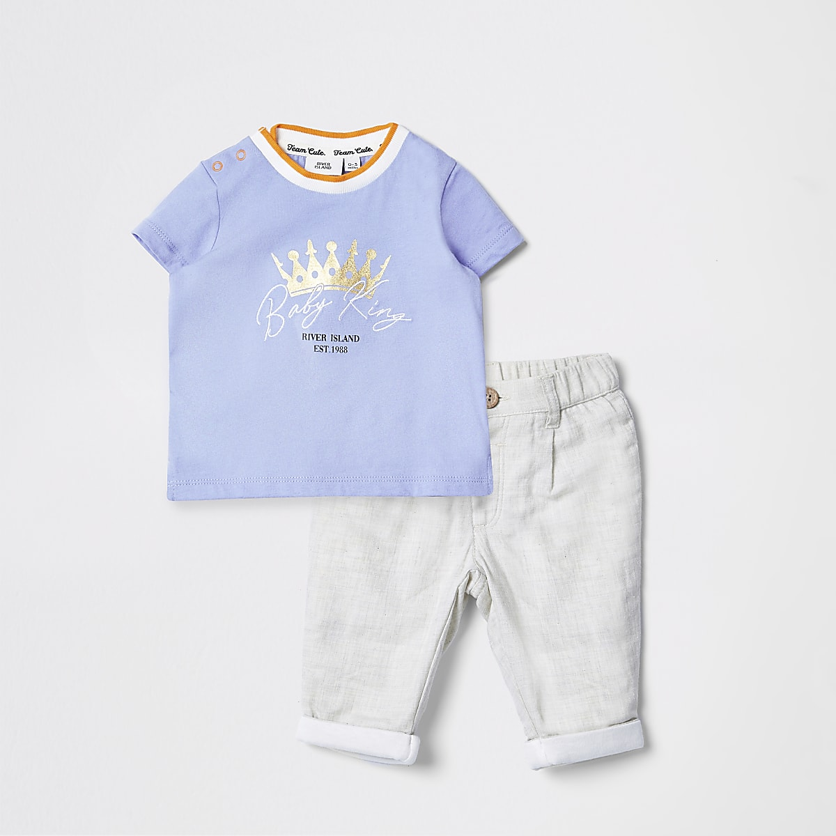 Baby blue foil print T-shirt outfit