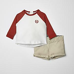 Ensemble avec short chino et t-shirt à manches raglan pour bébé