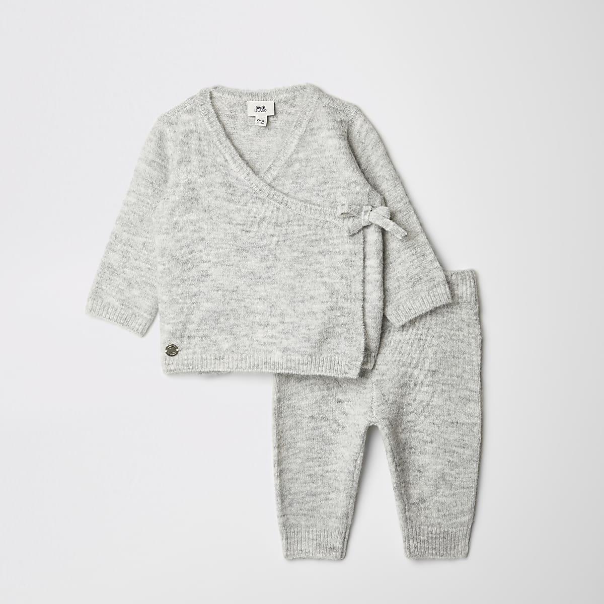 Outfit met grijs gebreid vest met overslag voor baby's