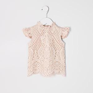 Pinkes Spitzenoberteil