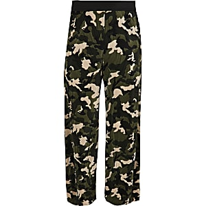 Girls khaki camo plisse pants