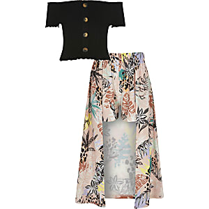 Schwarzes Outfit mit Bardot-Oberteil
