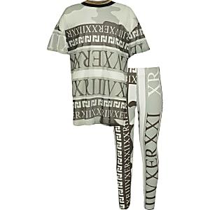 Girls green camo mesh T-shirt outfit