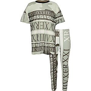 Outfit met groen T-shirt met camouflageprint en mesh voor meisjes