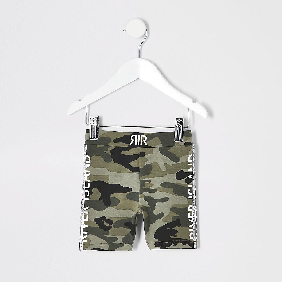 Grüne Rad-Shorts mit Camouflage-Muster