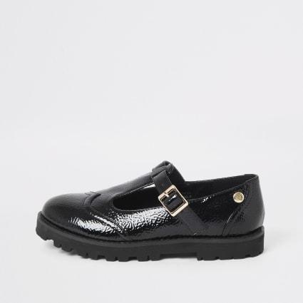 Girls black patent clumpy shoes