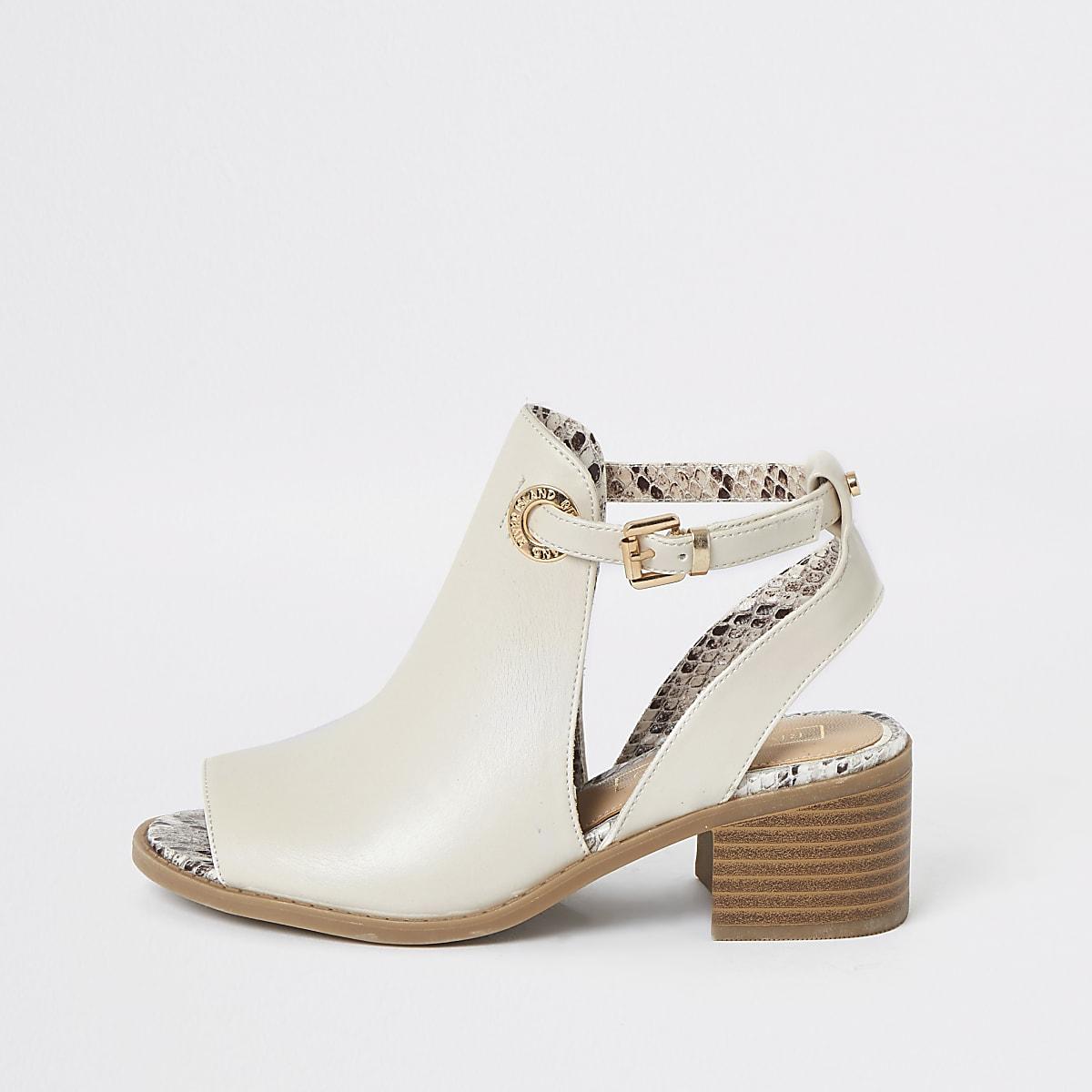 Crème schoenlaarsjes met uitsnede voor meisjes