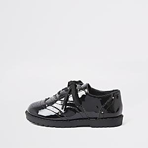 Mini – Schwarze Brogues aus Lack mit Nietenbesatz