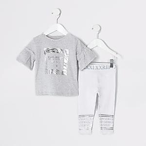 Graues Outfit mit Leggings und Zebramuster