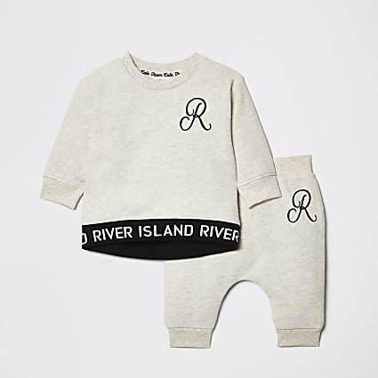 Baby cream RI sweatshirt outfit