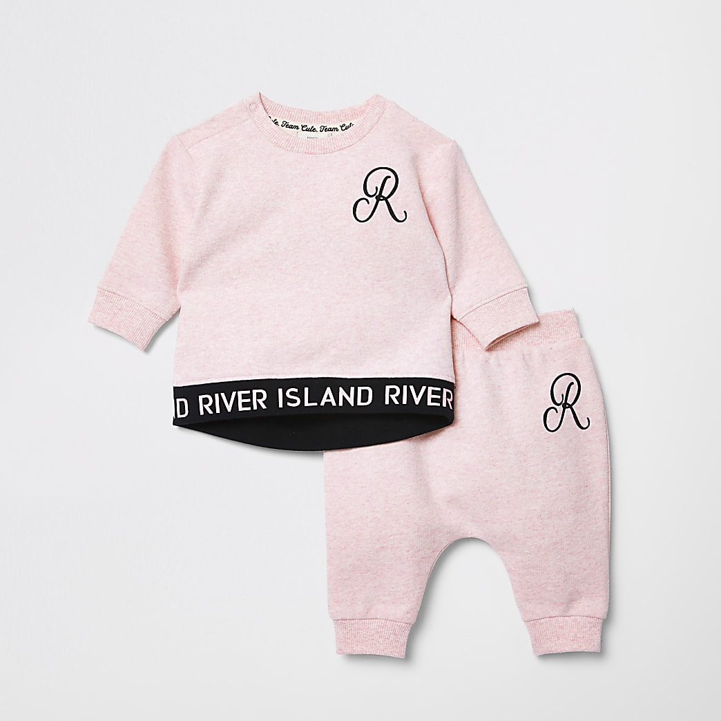 Baby pink RI sweater outfit