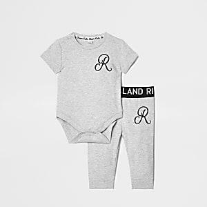 Ensemble à monogramme RI gris pour bébé