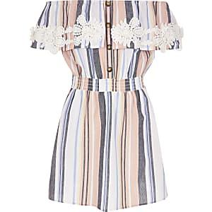 Pinkes, gestreiftes Bardot-Kleid in Häkeloptik