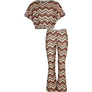 Outfit met bruine broek met zigzagprint en uitlopende pijpen voor meisjes