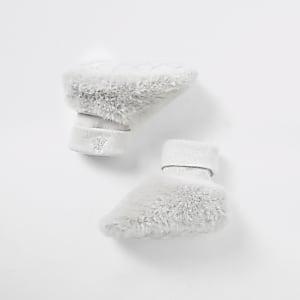 Graue Sock-Schühchen aus Kunstfell für Babys