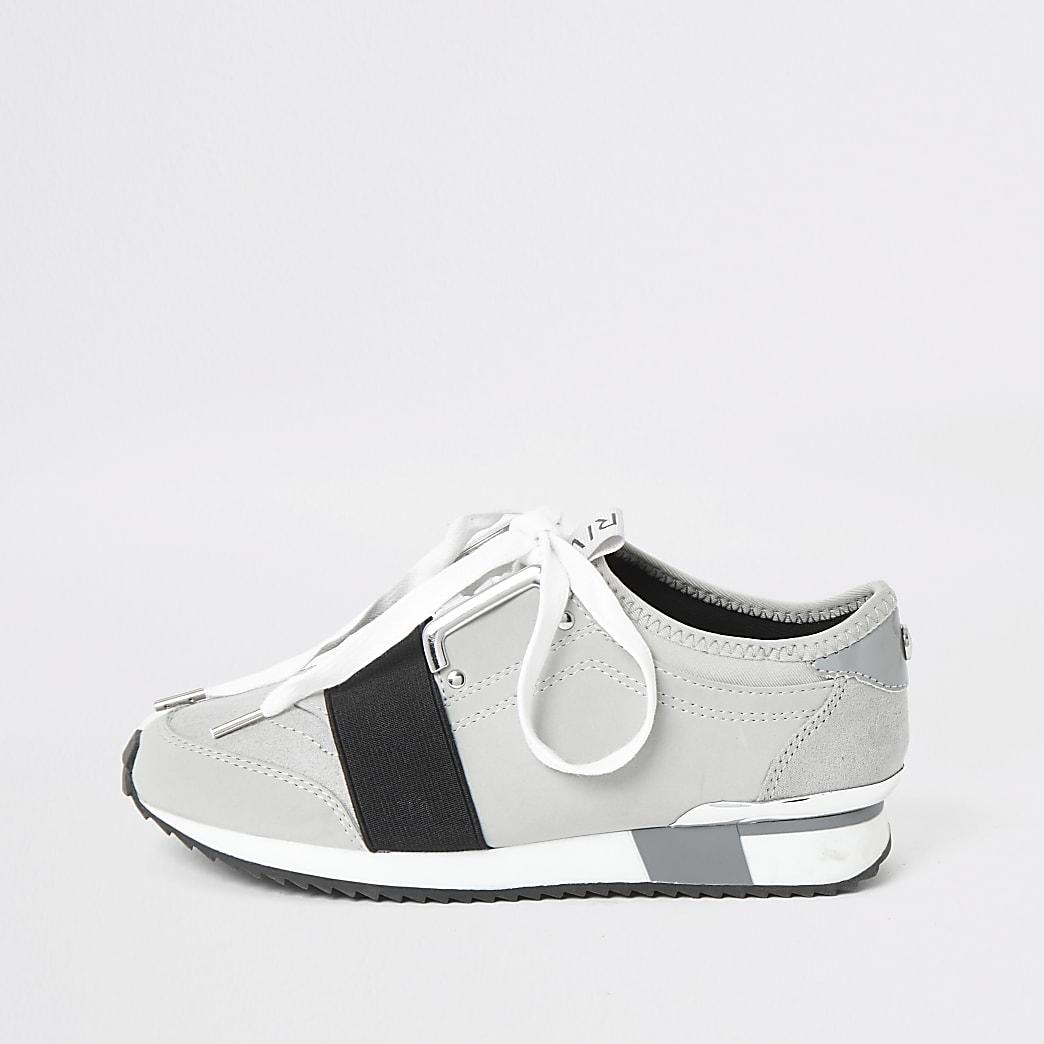 Grijze elastische sneakers met vetersluiting