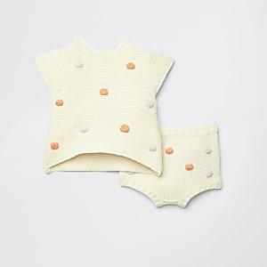 Crème gebreide outfit met bobbeltjes voor baby's