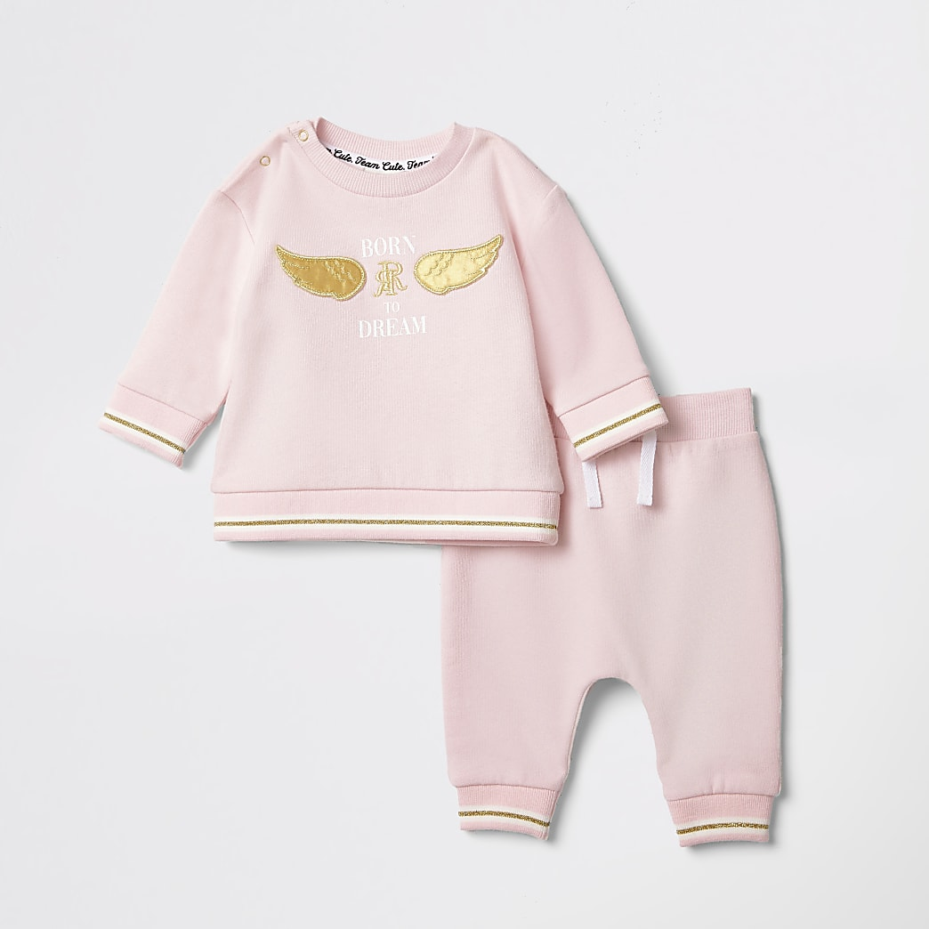 Outfit met babyroze sweatshirt met 'Born to dream'-print