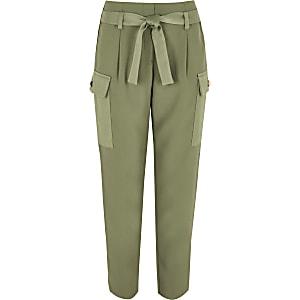 Pantalon kaki avec poches fonctionnelles