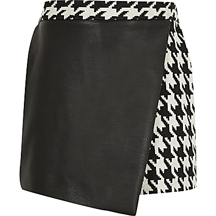 Girls black faux leather dogtooth skort