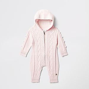 Roze gebreid rompertje met pompons voor baby's